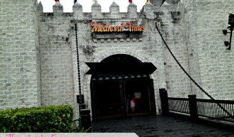 Experience a royal feast at Medieval Times Dinner & Tournament in Orlando, FL! #Orlando