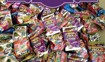 Scare up some fun with Halloween candy alternatives from #MooseToys ! #trashpack #glitziglobes