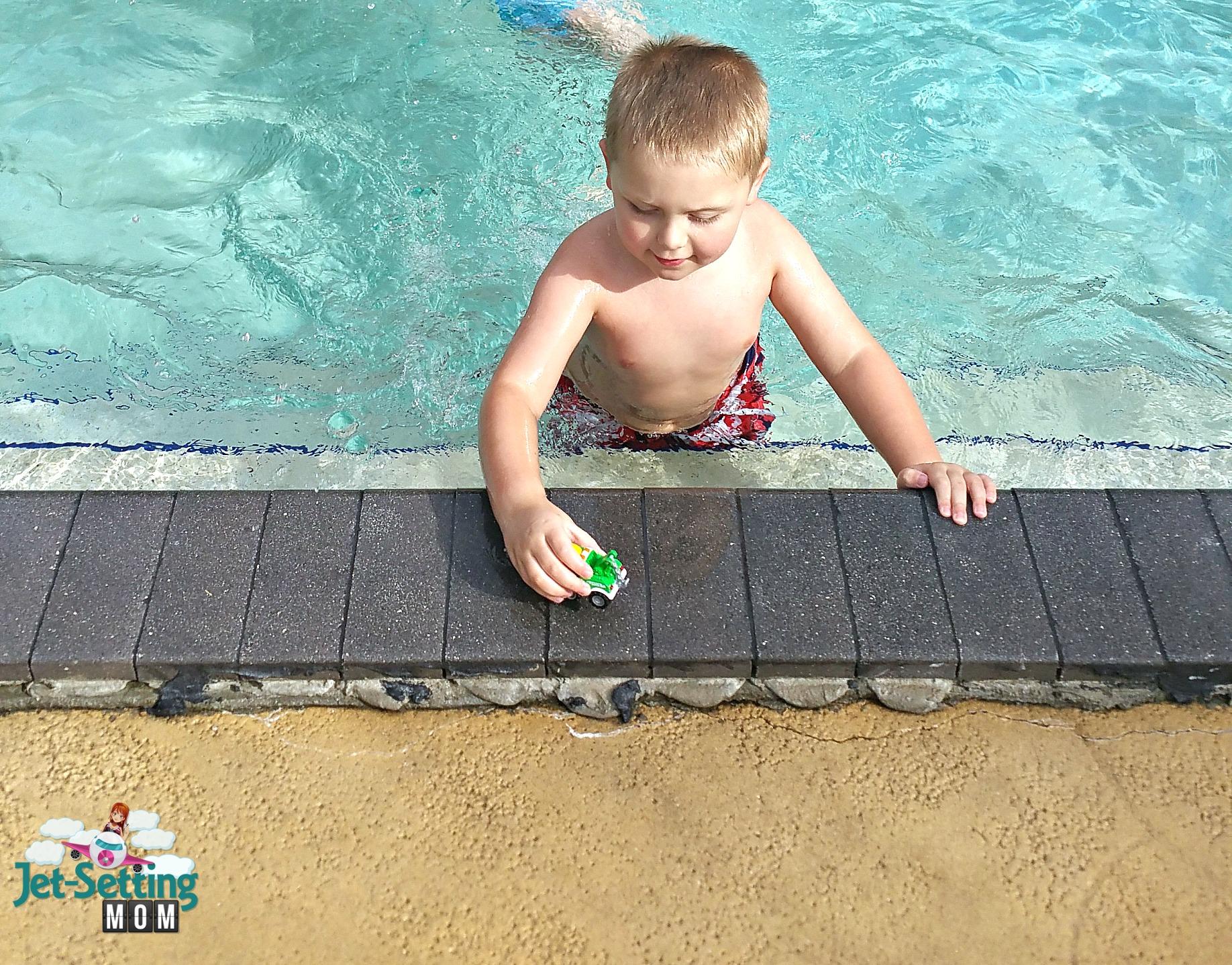 swimming wit SwimWays