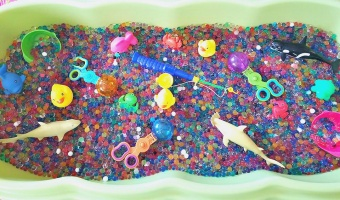 Easy 5 step sensory station using water beads
