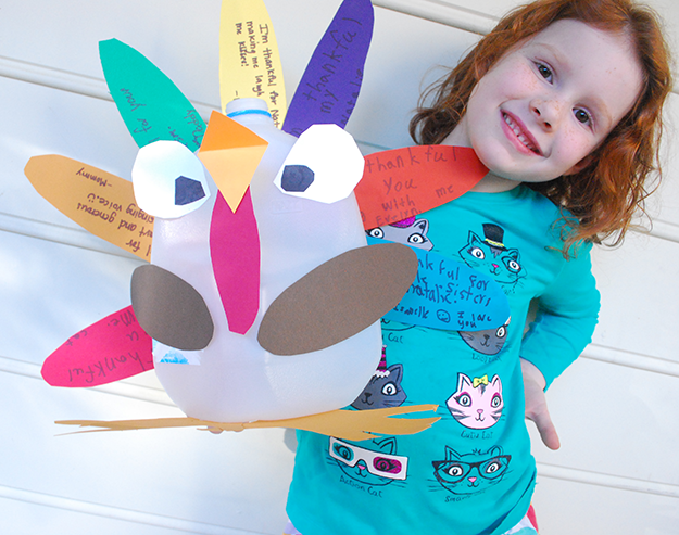 DIY-Upcycled-Recycled-Thankful-Turkey-Centerpiece-Milk-Jug-Free-Printable9